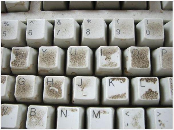 کامپیوتر پر گرد و خاک