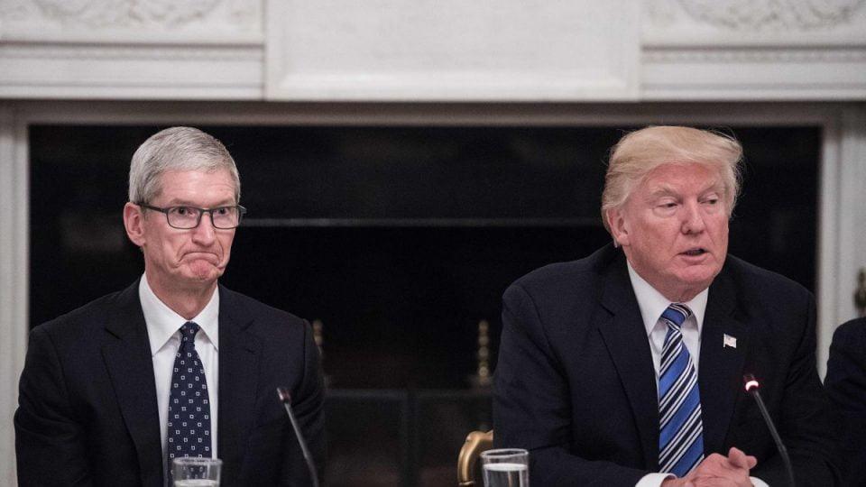 تیم کوک و دونالد ترامپ