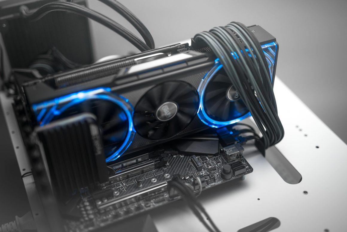 گرافیک Radeon RX Nitro+ سافایر