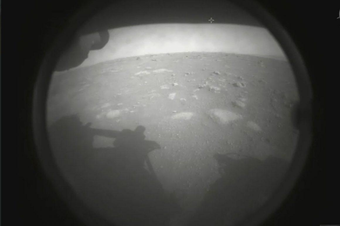 اولین عکس مریخ نورد استقامت از سطح مریخ