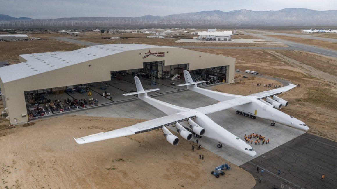 پرواز بزرگترین هواپیمای جهان موفقیتآمیز بود 01